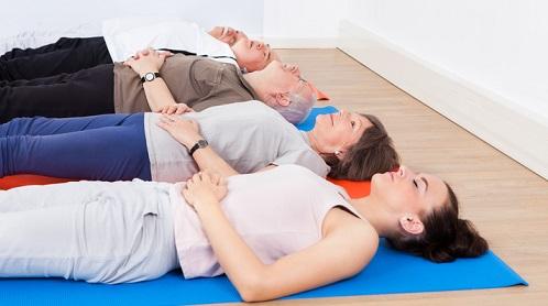 Como encontrar e exercitar os músculos do assoalho pélvico (para mulheres e ...